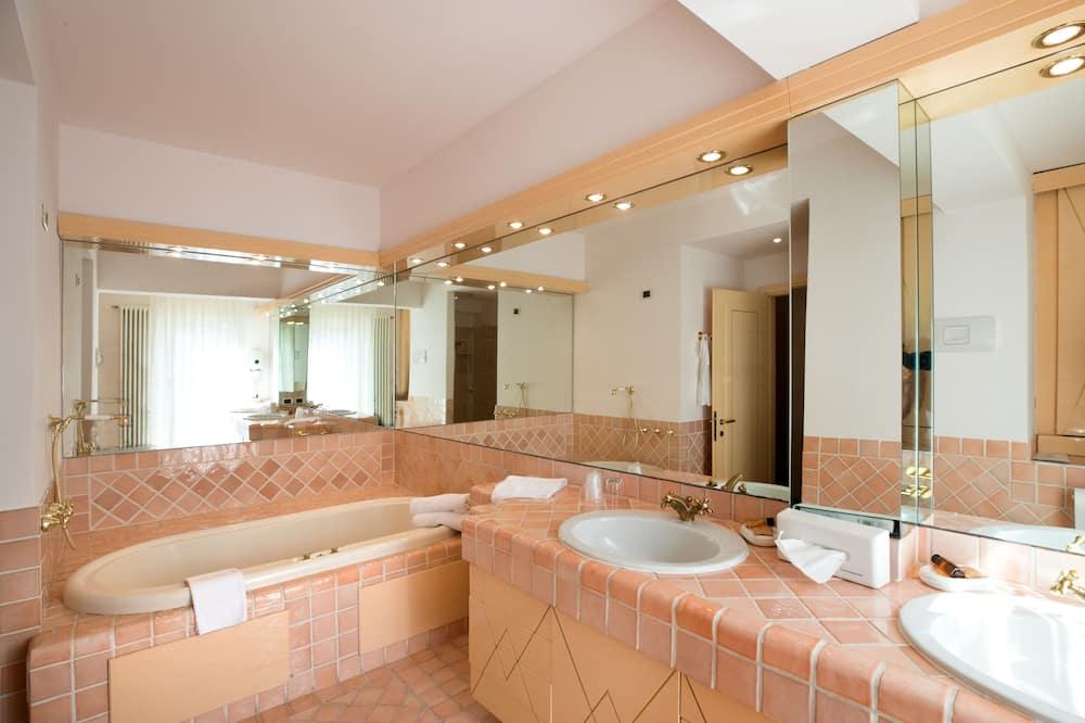 Junior Suite, Hot Tub - Bathroom