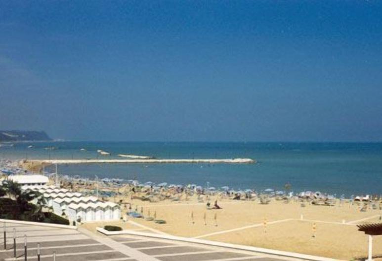 Hotel Amelia, Fano, Beach