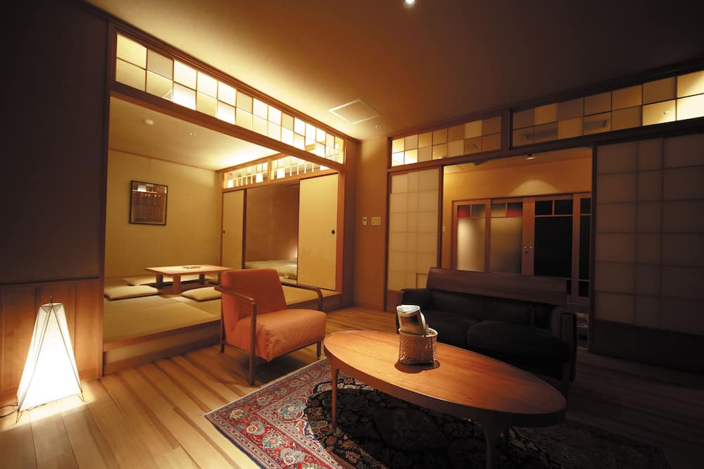 Traditional-Zimmer, eigenes Bad (with private Japanese cypress bath) - Wohnzimmer