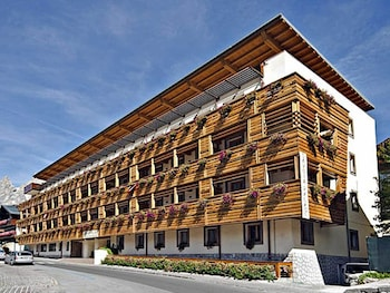 Enter your dates to get the best Cortina d'Ampezzo hotel deal