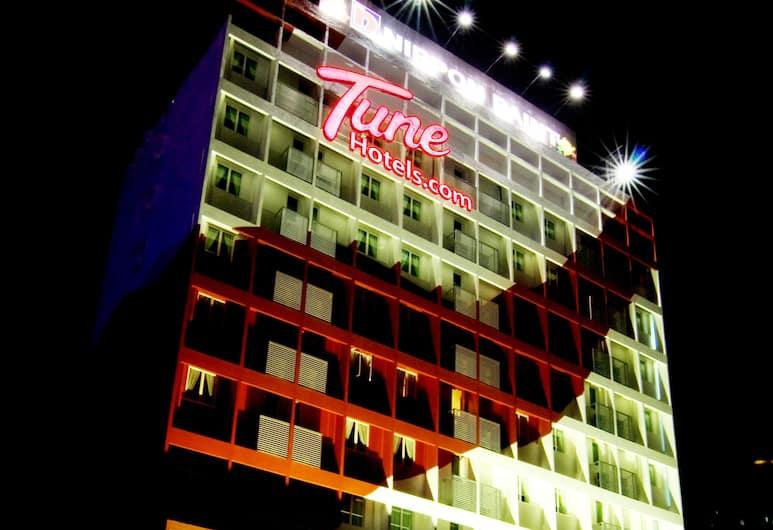 Tune Hotel Georgetown Penang, Τζορτζ Τάουν, Πρόσοψη ξενοδοχείου - βράδυ/νύχτα