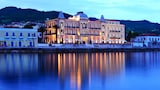 Choose This Luxury Hotel in Spetses Town