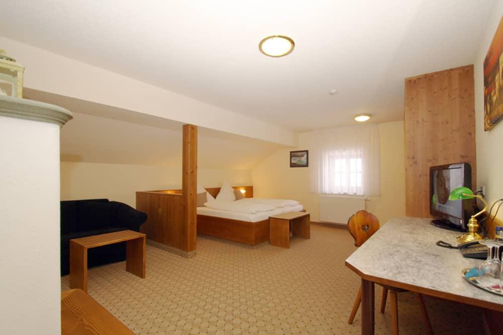 三人房, 1 張標準雙人床和 1 張沙發床 - 客廳