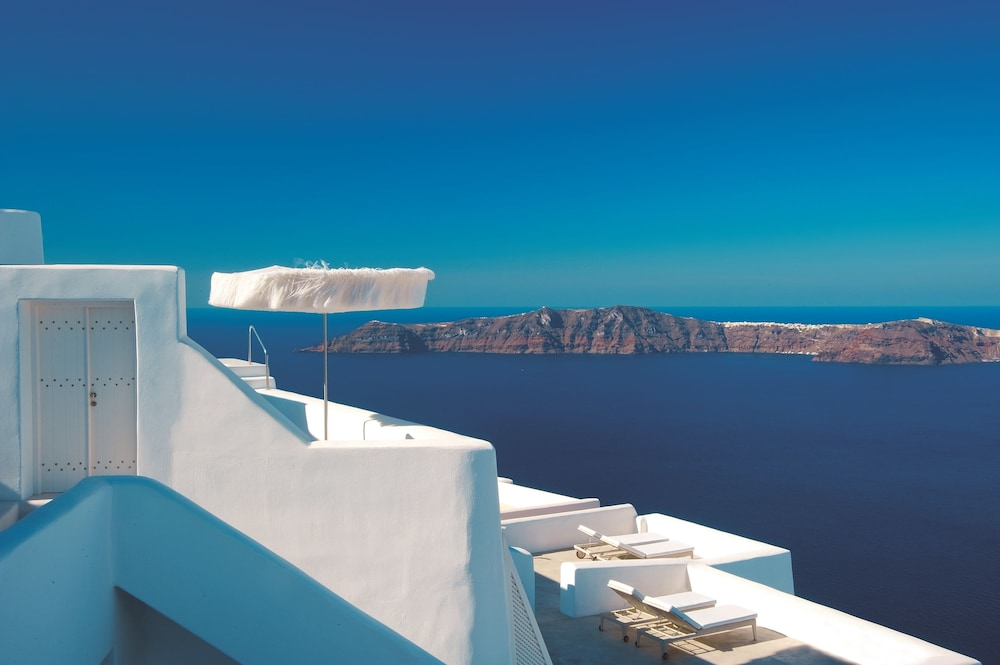 White, Santorini