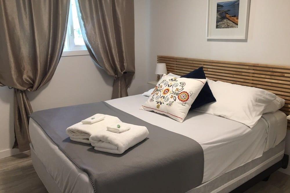 غرفة بتجهيزات أساسية - سرير مزدوج - غرفة نزلاء
