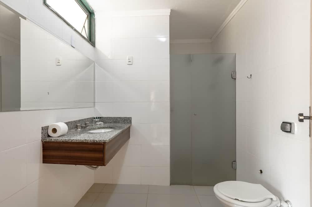 高級三人房, 多張床 - 浴室