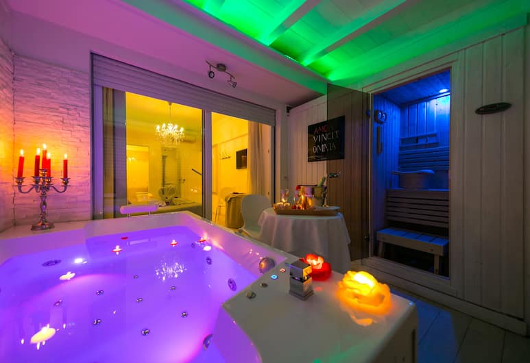 Suites Roma Tiburtina, Rome, Suite private terrace and external jetted tub, Guest Room