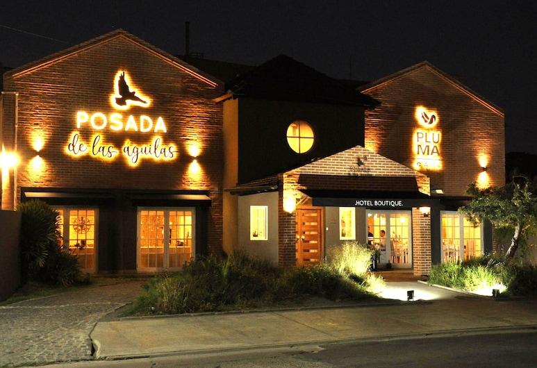 Posada de las Aguilas, Ezeiza, Hotellets facade - aften/nat