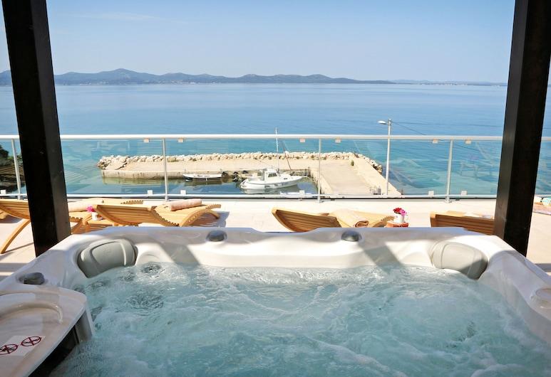 Hotel Delfin, Zadar, Outdoor Spa Tub