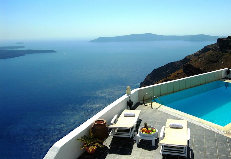 Aeolos Studios and Suites, Santorini