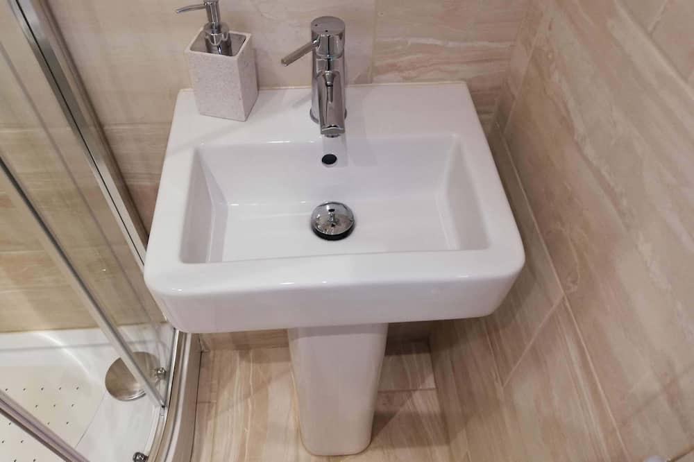 Pokój dwuosobowy, z łazienką, na parterze - Łazienka