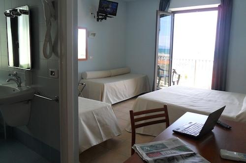 Prenota Hotel Sole E Mare A Camaiore Hotels Com
