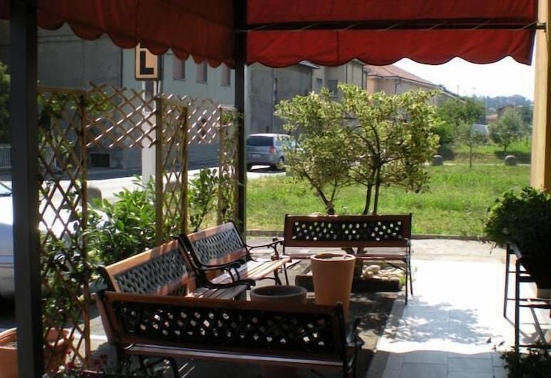 Aer Hotel Malpensa, Oleggio, Varanda