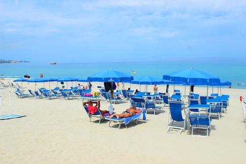 蓝色热带酒店/