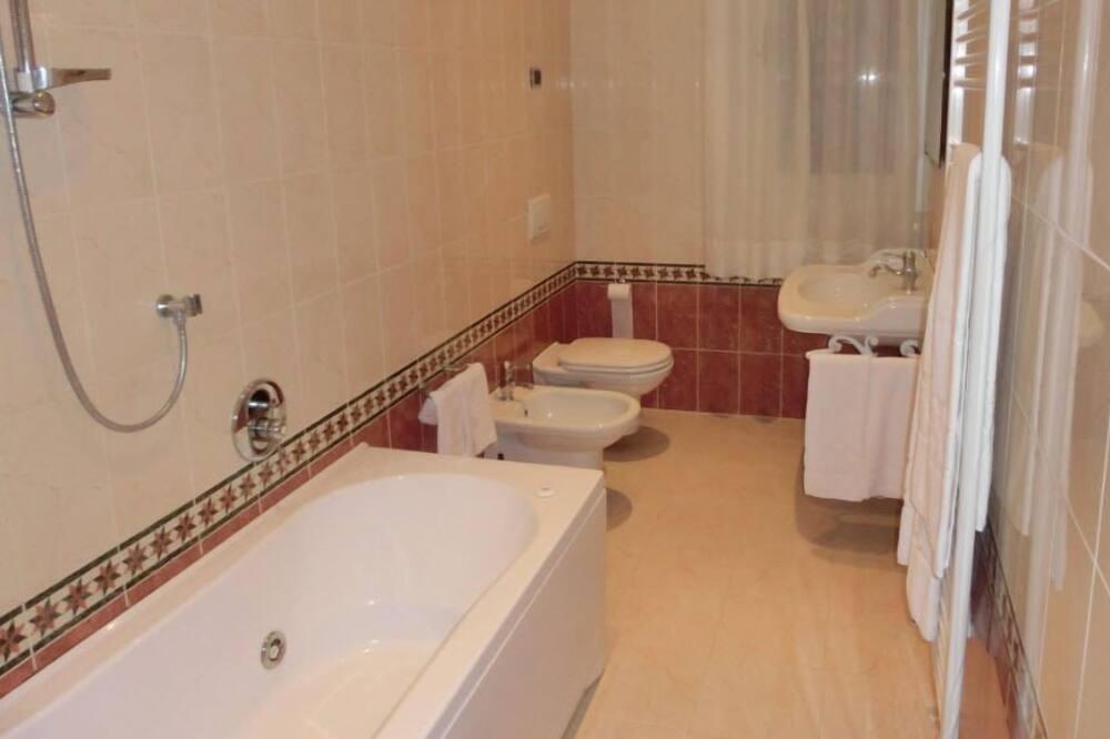 Phòng đôi hoặc 2 giường đơn phong cách cổ điển - Phòng tắm