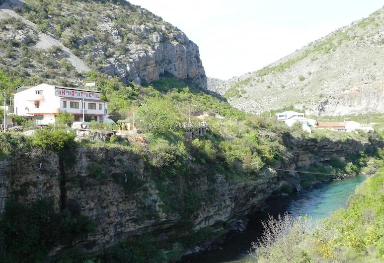Hostel Izvor, Podgorica, Enceinte de l'établissement