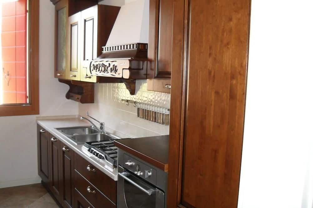 Basic Room, 1 Bedroom - Shared kitchen facilities