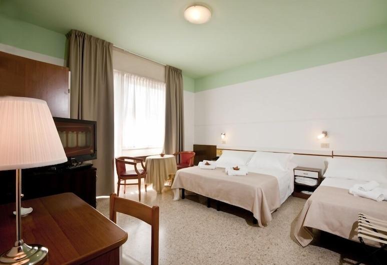 Hotel La Perla, Rimini, Triple Room, Ruang Tamu