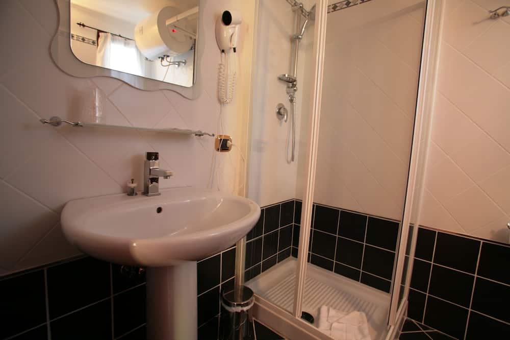 Economy Double Room, 1 Double Bed - Bathroom