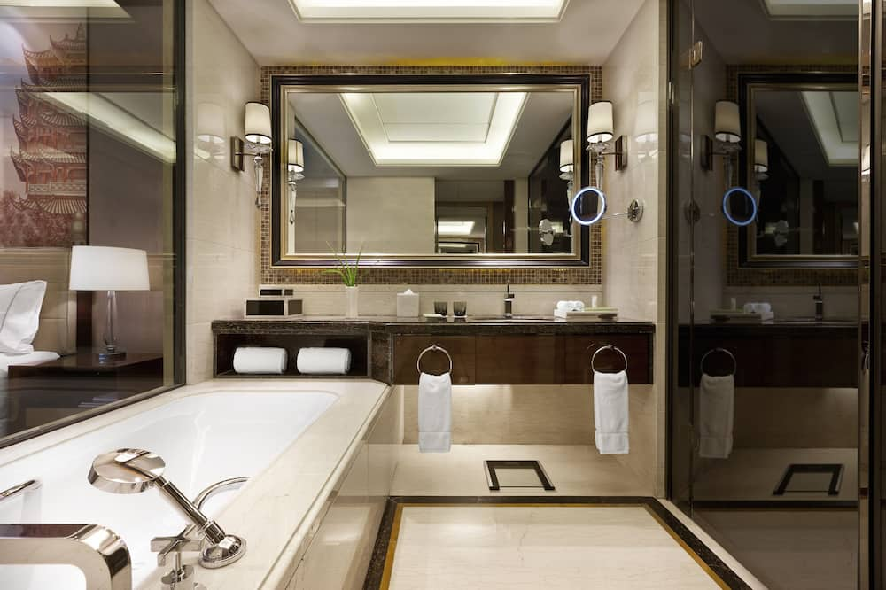 Premium Deluxe Room ,1 King Bed, Non-Smoking - Bathroom