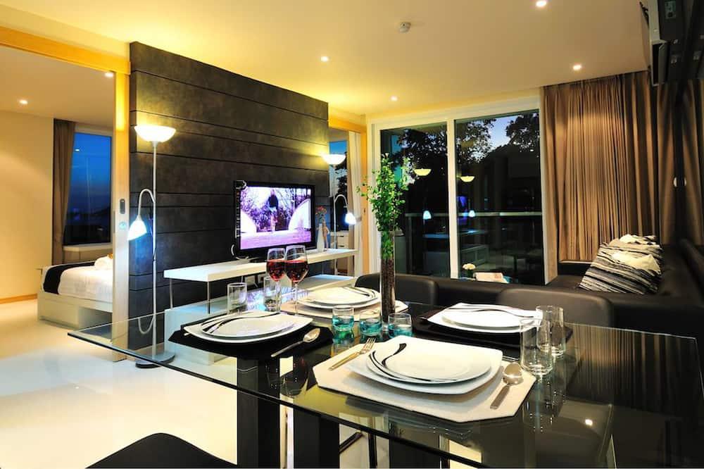 Suite, 2 Bedrooms, Garden View - In-Room Dining