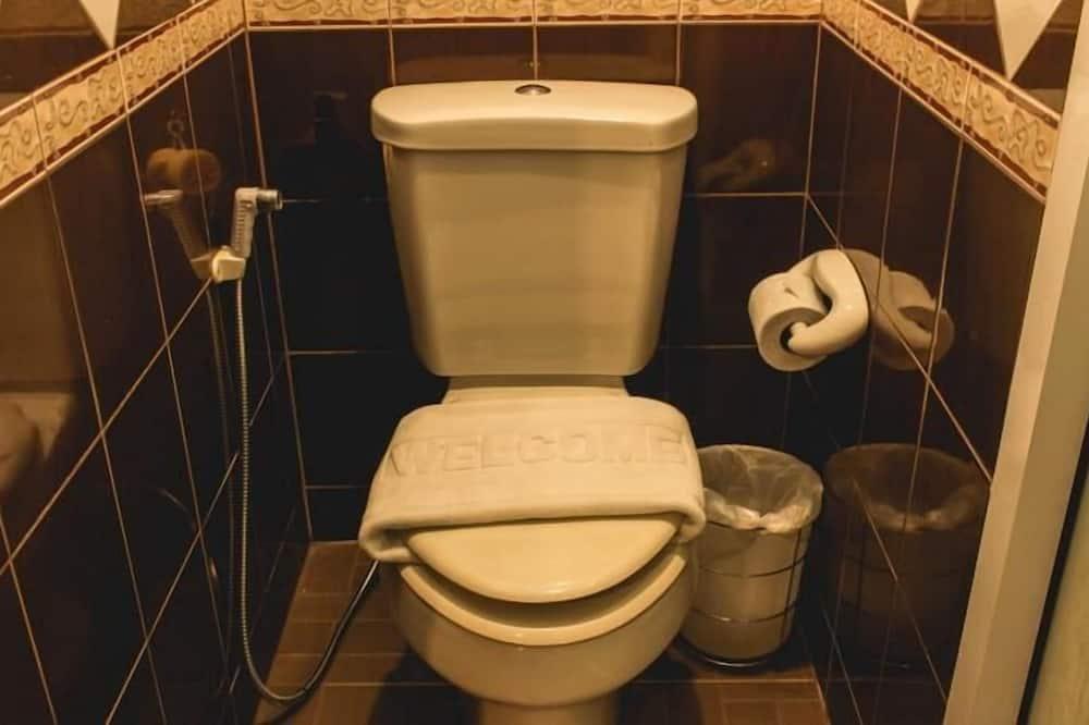 Deluxe Room Pool View - Bathroom