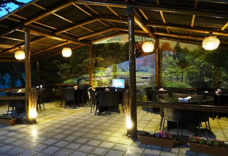 Areg Hotel, Yerevan, Dinerruimte buiten