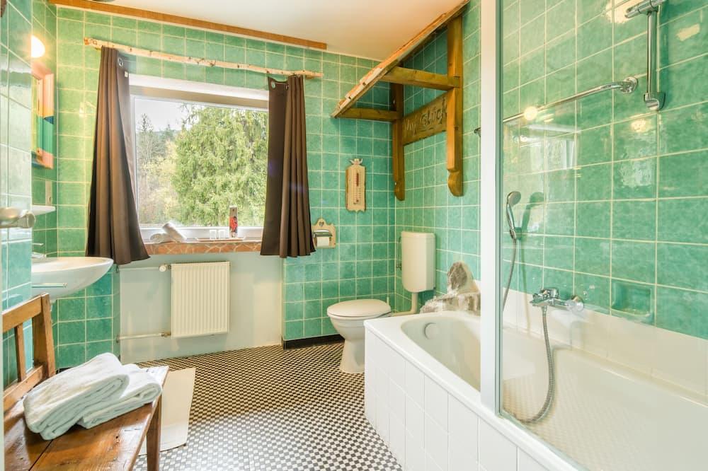 Vienvietis kambarys, bendras vonios kambarys - Vonios kambarys