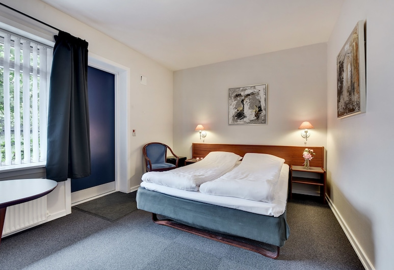 Hotel Varde, Varde, Economy Double or Twin Room, Guest Room