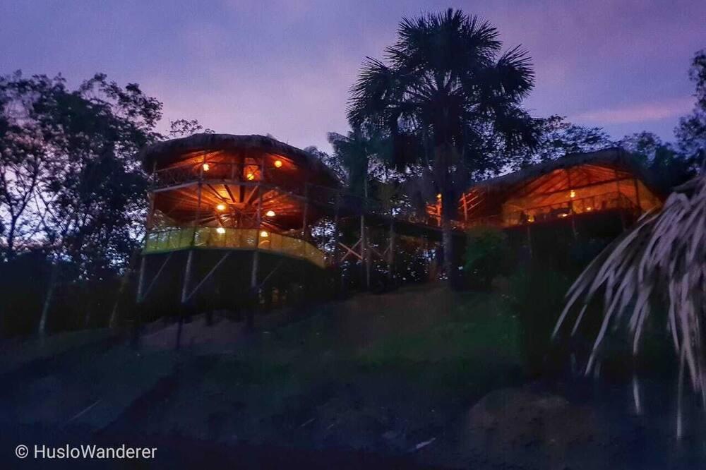 Фасад в вечернее время