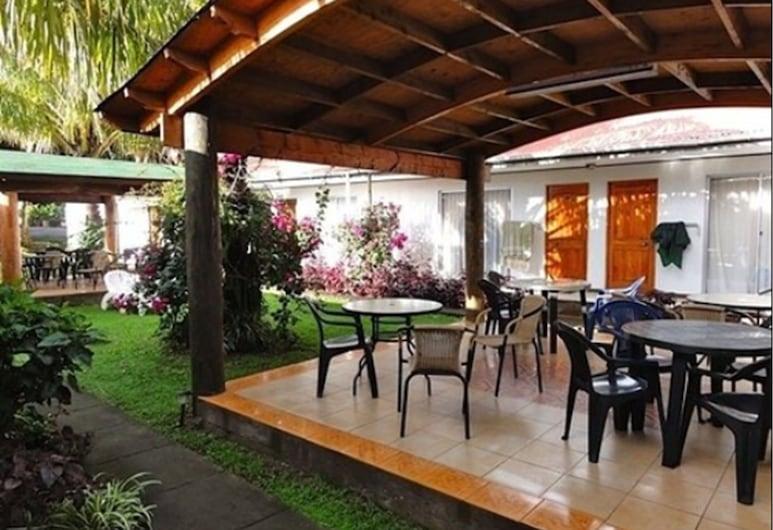 Inaki Uhi, Hanga Roa, Γεύματα σε εξωτερικό χώρο