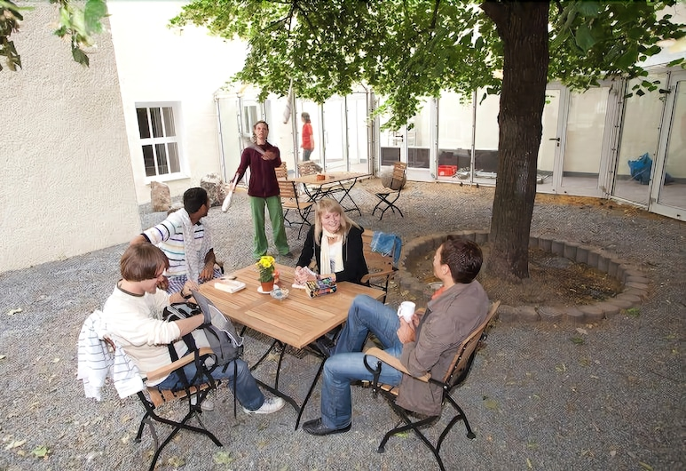 Pathpoint Cologne Backpacker Hostel, Cologne, Property Grounds