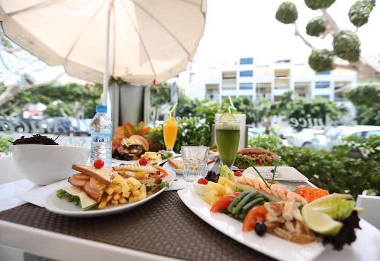 Studiotel Afoud, Agadir, Restaurante al aire libre