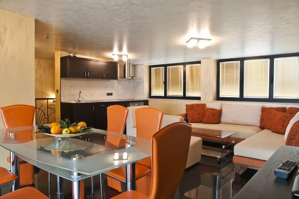 Standard Apartment - Tempat Makan dalam Bilik