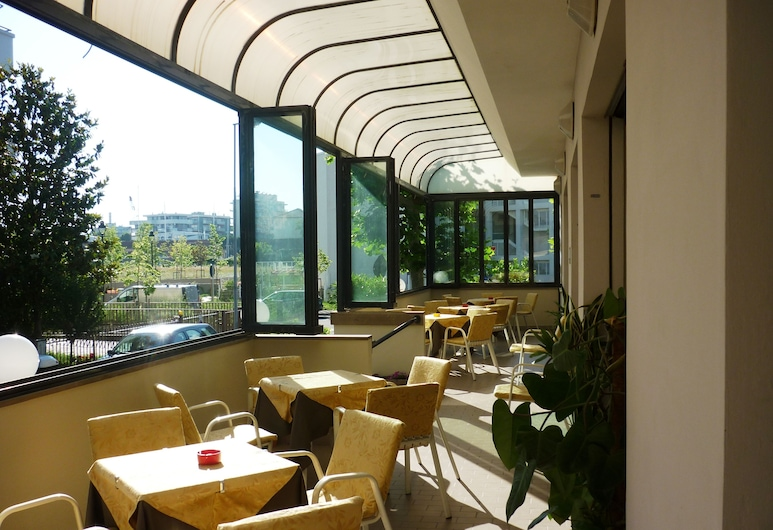 Gladiola, Rimini, Speisen im Freien