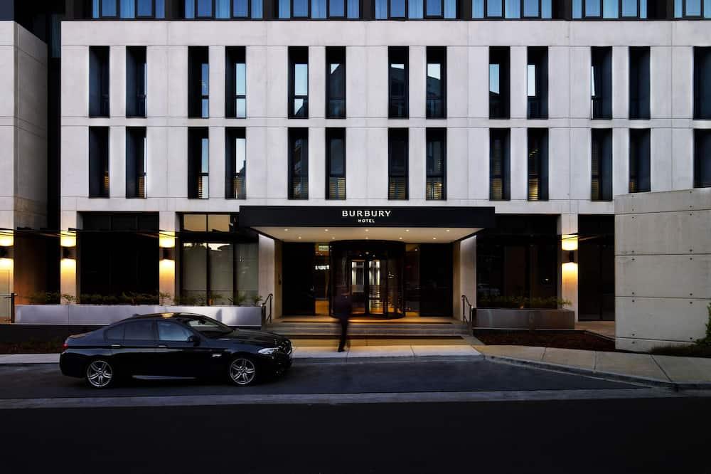 Burbury Hotel & Apartments