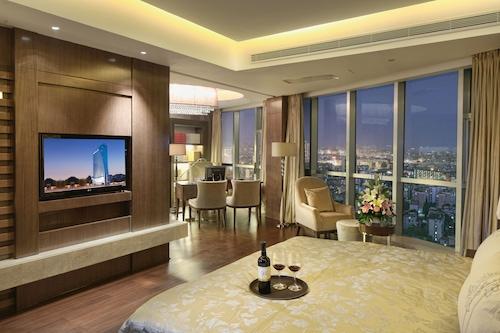 岳陽格蘭雲天大酒店/