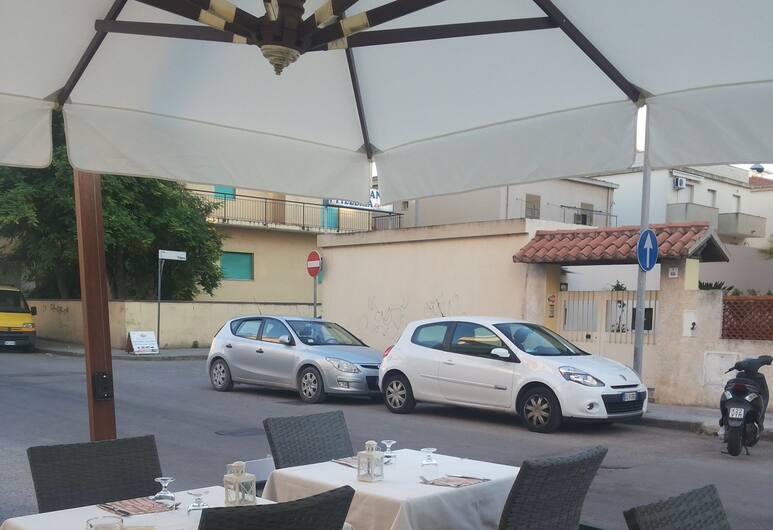 โรงแรมเรซิเดนซ์ ยูโรปา, อัลแกโร, รับประทานอาหารกลางแจ้ง