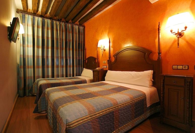 Hostal Victoria I, Madrid, Triple Room, Guest Room