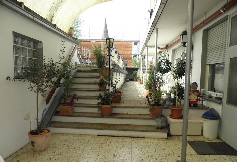 哈倫聶爾霍夫飯店, 巴德維嫩貝爾格, 庭院