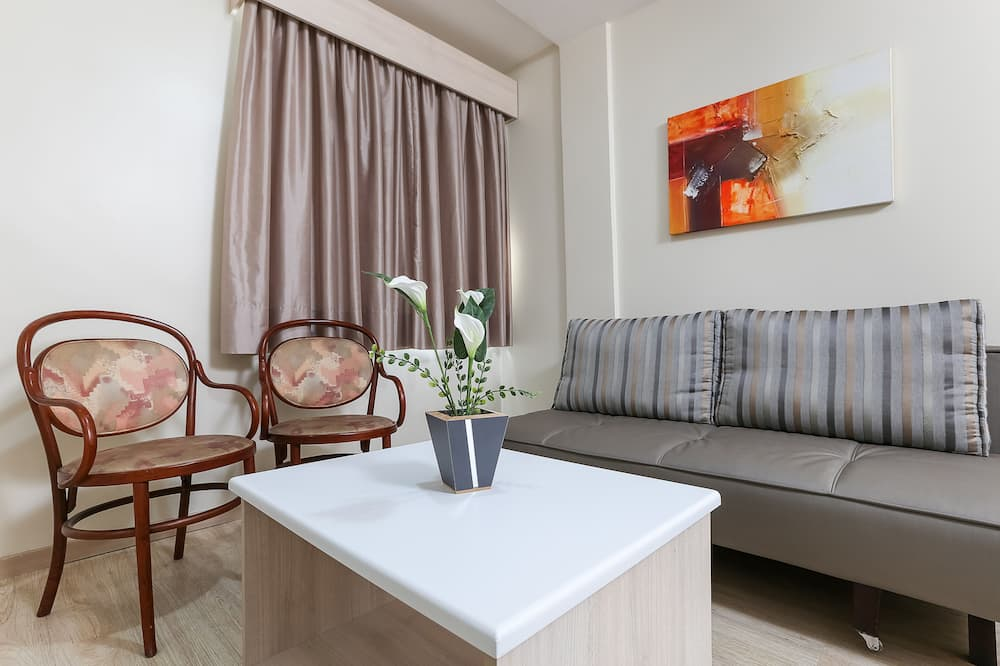 Suite, 1 Double Bed with Sofa bed (Double) - Living Area