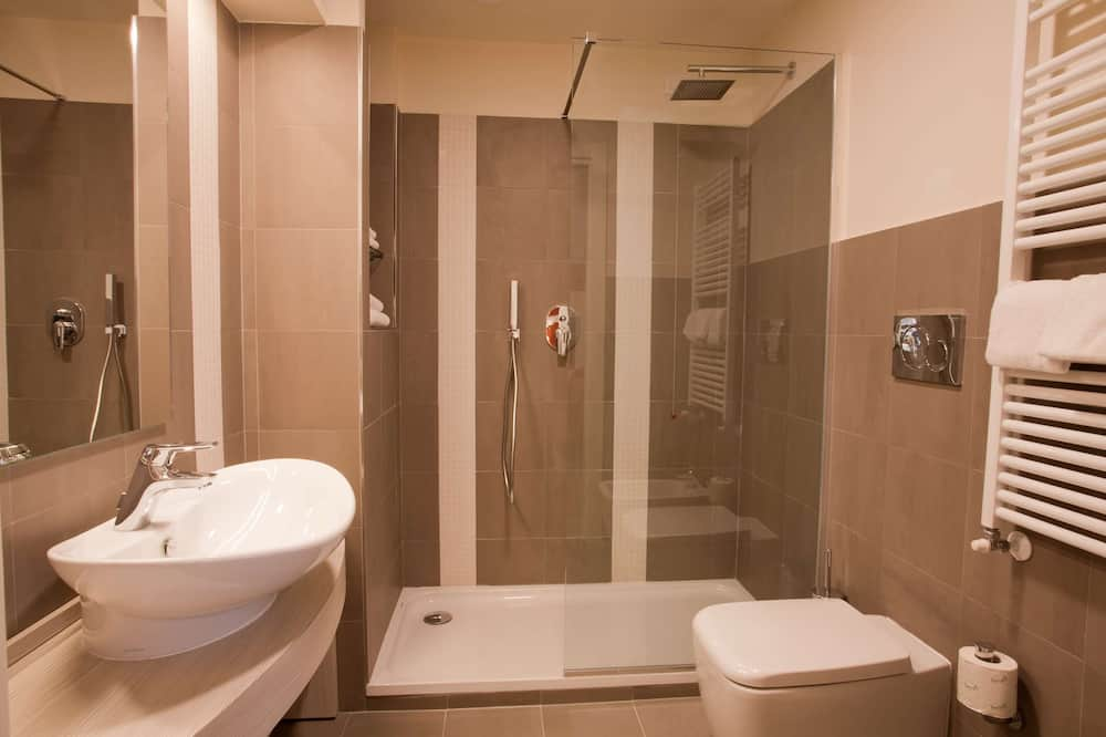 Family Room, Multiple Beds, Non Smoking - Bathroom