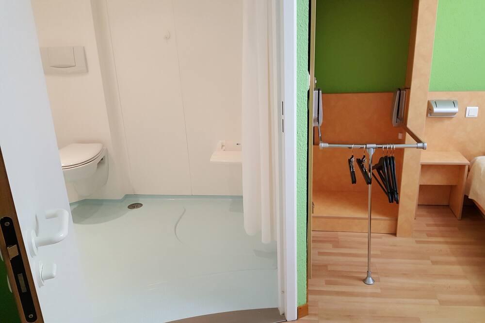 ห้องทวิน, พร้อมสิ่งอำนวยความสะดวกสำหรับผู้พิการ - ห้องน้ำ