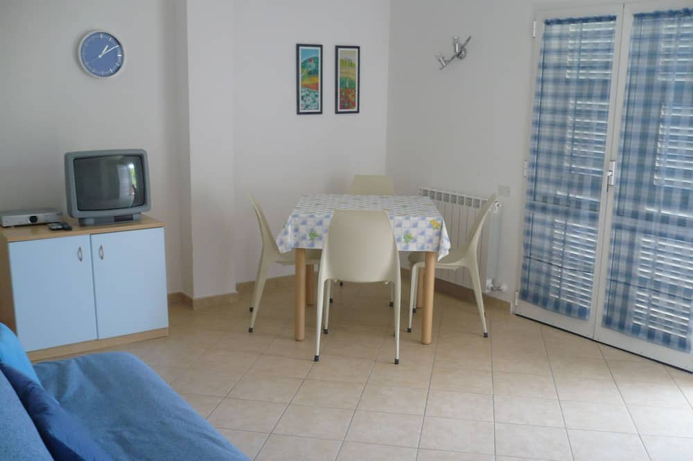 Deluxe Apartment, 1 Bedroom, Sea View (4 pax) - In-Room Dining