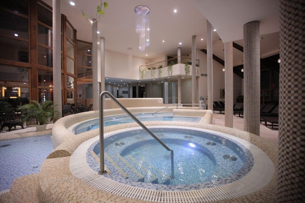 Bồn tắm spa trong nhà