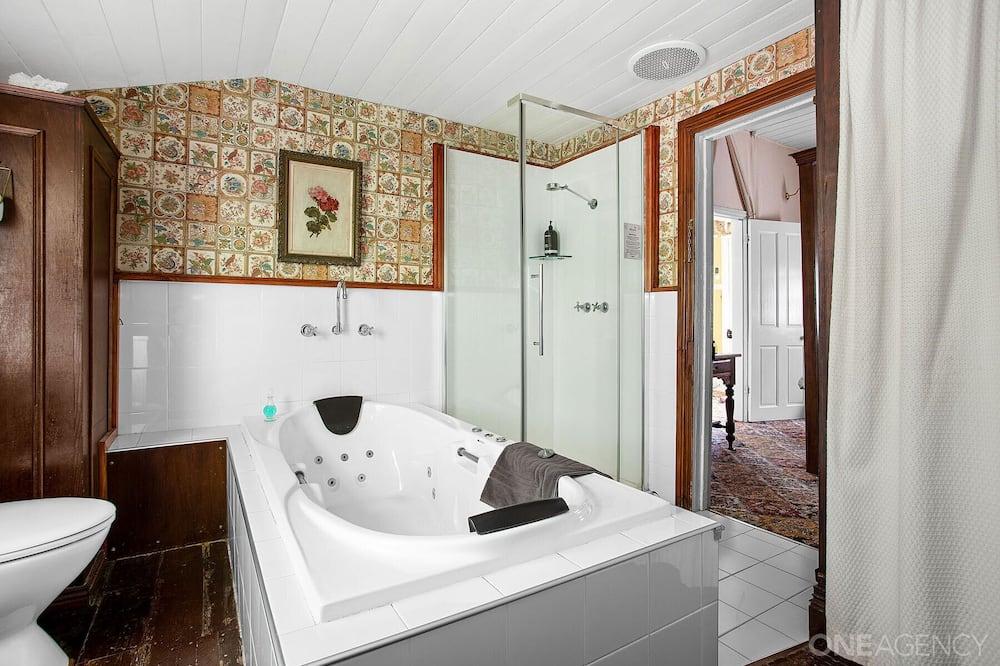 """Deluxe """"Welsh"""" Cottage with Spa - Vasca idromassaggio privata"""