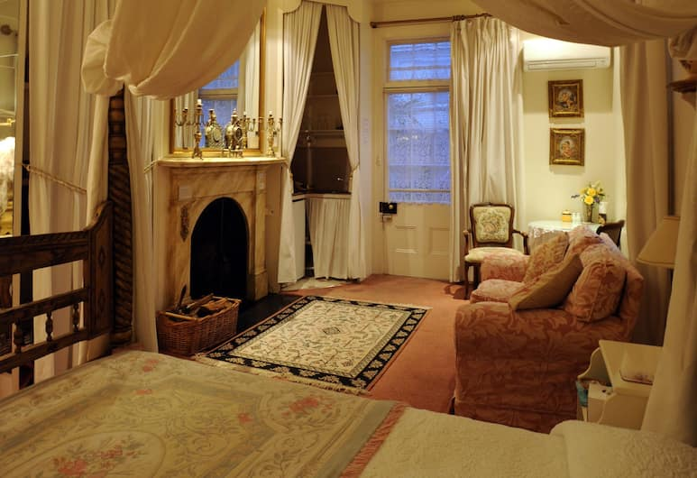 """Alice's Cottages, Launceston, Deluxe """"Boudoir"""" Room with Spa, Living Area"""