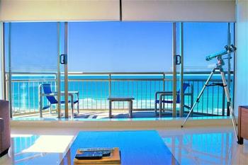 Mynd af Seacrest Beachfront Holiday Apartments í Gold Coast