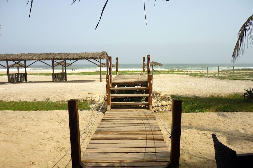بار على الشاطئ