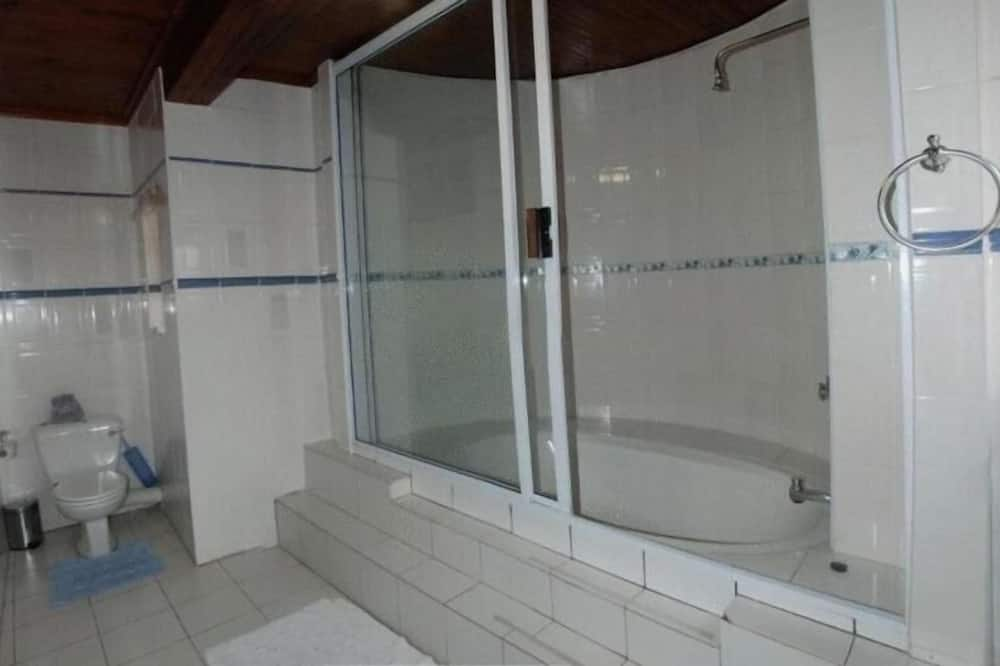 Family Room (BB / S-Catering) - Bathroom